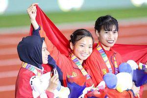 Chỉ vàng tặng mẹ và hat trick vàng của Nguyễn Thị Oanh