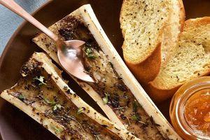 Món tủy xương được phục vụ trong nhà hàng hạng sang
