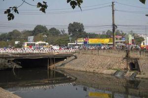 Hà Nội làm thêm nhiều cầu qua sông Tô Lịch để chống ùn tắc