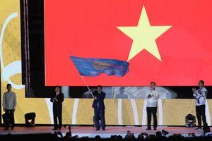 Việt Nam nhận cờ đăng cai SEA Games 31 từ Philippines