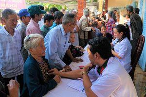 Khám và phát thuốc miễn phí gần 300 người nghèo ở Sóc Trăng