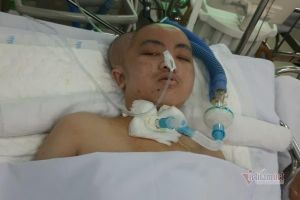 Bé 13 tuổi bị chấn thương sọ não, cha mẹ nghèo hết tiền phẫu thuật ghép sọ cho con