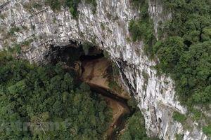 Khám phá hang Én - Hang động lớn thứ 3 trên thế giới