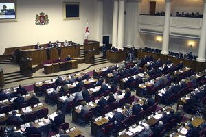 Gruzia: Mùi lạ khó chịu xuất hiện khiến phiên họp Quốc hội gián đoạn