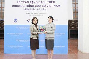 Thư viện Quốc gia Việt Nam tiếp nhận gần 100 đầu sách từ chương trình 'Cửa sổ Việt Nam'
