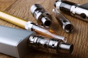Chất trong thuốc lá điện tử gây tổn thương phổi
