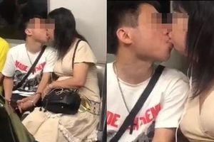 Dân tình bất lực với đôi nam nữ thản nhiên hôn nhau như nuốt lưỡi trên tàu