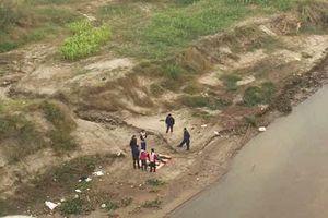 Đã xác định được danh tính 2 thi thể ở bờ sông Hồng