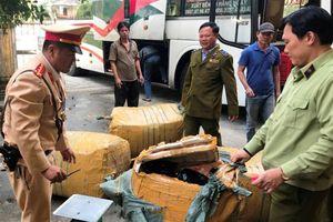 Thừa Thiên - Huế: Phát hiện xe ô tô chở số lượng lớn hàng hóa không rõ nguồn gốc