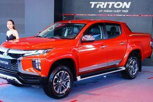 Ford Ranger giữ vững ngôi đầu bảng xe bán tải, bỏ xa Mitsubishi Triton