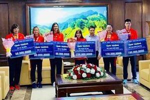 Quảng Ninh thưởng lớn 4 'cô gái vàng '