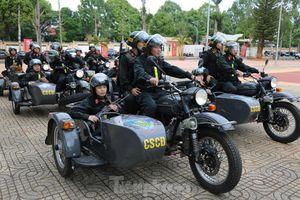 Đội nữ cảnh sát cơ động xinh đẹp ra quân trấn áp tội phạm dịp cuối năm