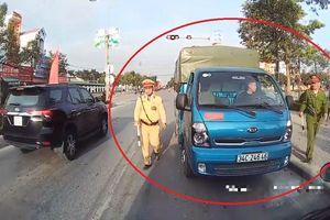 Lao vào làn đường ngược chiều, xe tải bị cảnh sát bắt tại chỗ