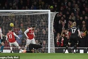 Arsenal thảm bại trên sân nhà trước Man City