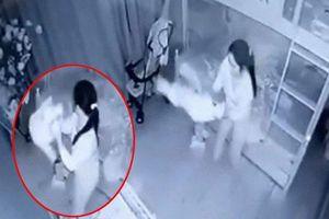 Khởi tố nữ giúp việc cầm chân dốc ngược bé gái 13 tháng tuổi ở Nghệ An