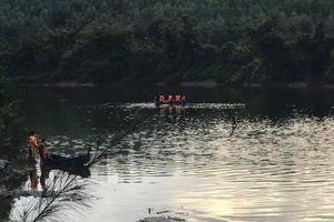 Lật thuyền trên sông, 2 bố con bị nước cuốn tử vong