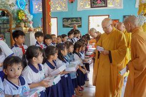 Chùa Kim Thiền trao học bổng cho học sinh