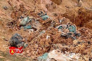 Người dân lo lắng sau vụ đổ trộm chất thải nguy hại tại Sóc Sơn