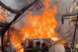 Căn nhà không người ở bốc cháy, cả khu phố hoảng loạn