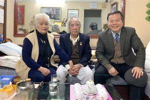 Phó Chủ tịch Quốc hội Phùng Quốc hiển thăm, chúc mừng cán bộ lão thành Nhân kỷ niệm 75 năm Quân đội nhân dân Việt Nam