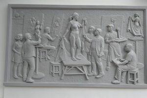 Bi hài chuyện bức phù điêu ở Trường ĐH Mỹ thuật Việt Nam