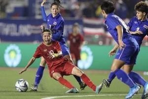 Chậm trả thưởng tuyển nữ Việt Nam: Lăn như trái bóng!