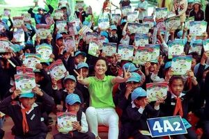 Hoa hậu H'Hen Niê gây quỹ hơn 22.000 USD cho dự án cộng đồng