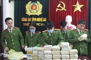 Bắt vụ vận chuyển 18kg ma túy đá và 30 bánh heroin