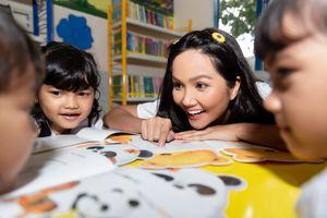 Hoa hậu H'Hen Niê gây quỹ hơn 22 ngàn USD cho tổ chức Room To Read