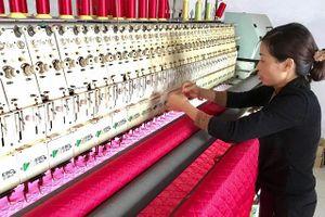 Làng nghề Trát Cầu, xã Tiền Phong, huyện Thường Tín: Bỏ bật bông sang nghề mới
