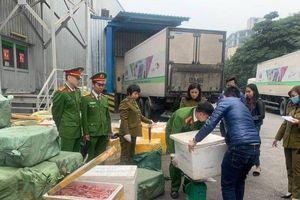 Hà Nội: Hàng tấn lưỡi vịt, nầm lợn, lườn ngỗng bốc mùi nhập từ Trung Quốc tại siêu thị MM Mega Market bị bắt giữ