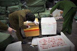Chặn 2 container chứa gần 5 tấn thực phẩm thối nhập lậu từ Trung Quốc chuẩn bị đưa vào Sài Gòn