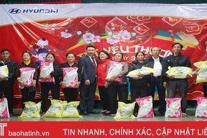 Trao 100 suất quà Tết cho hộ nghèo, đối tượng bảo trợ xã hội tại Thạch Hà