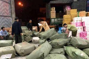 Lại phát hiện ô tô vận chuyển hơn 1 tấn hàng 'lậu' ở Huế