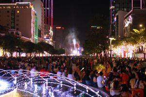 Trung tâm Sài Gòn kẹt cứng vì hàng vạn người đổ xuống đường đón năm mới Tết Dương lịch 2020