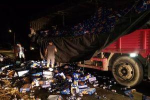 Dân Đồng Nai giúp gom gần 600 thùng bia bị đổ xuống đường