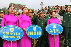Thiêng liêng Lễ chào cờ đầu Năm mới tại danh thắng Mũi Điện