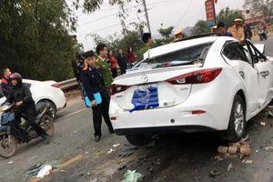 Húc vào đuôi xe ben, tài xế Mazda chết trong buồng lái