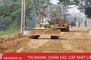 Nhân dân làng rèn Hà Tĩnh hiến đất làm đường