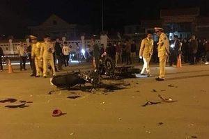 Hai xe máy chạy tốc độ đâm nhau trực diện, 3 thanh niên tử vong