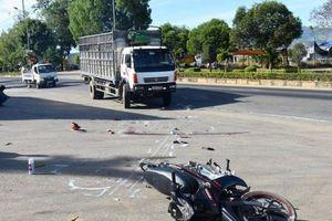 Va chạm xe tải, hai nữ sinh thương vong trên đường tới trường