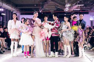 'Mẹ bỉm sữa' Lan Khuê trở lại quyền lực trong show diễn của Ivan Trần