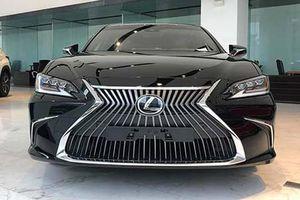 Cận cảnh Lexus ES 250 2020 hơn 2,5 tỷ đồng tại Hà Nội