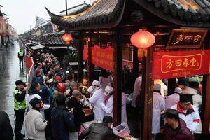 Năm mới, người dân Trung Quốc xếp hàng ở chùa nhận cháo trong Lễ hội Laba