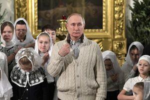 Tổng thống Putin và tín đồ Chính Thống giáo đón Giáng sinh ở Nga
