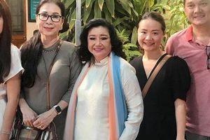NSND Kim Cương dù bệnh vẫn trao quà Tết 'Nghệ sĩ tri âm'
