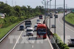 Mặt đường cao tốc TP. HCM - Trung Lương xuống cấp, nhiều chỗ rạn nứt nặng