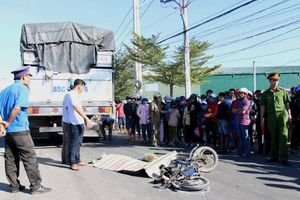 Người phụ nữ bị xe tải cán tử vong thương tâm ở Ninh Thuận
