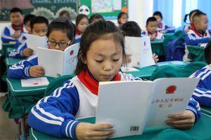 Trung Quốc cấm các trường công lập sử dụng tài liệu giảng dạy nước ngoài