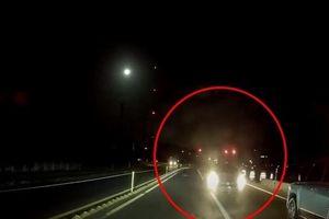 Kết cục không ngờ của chiếc ô tô đi vào làn ngược chiều